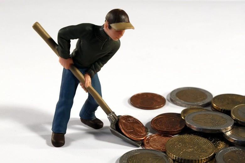 muñeco recogiendo monedas